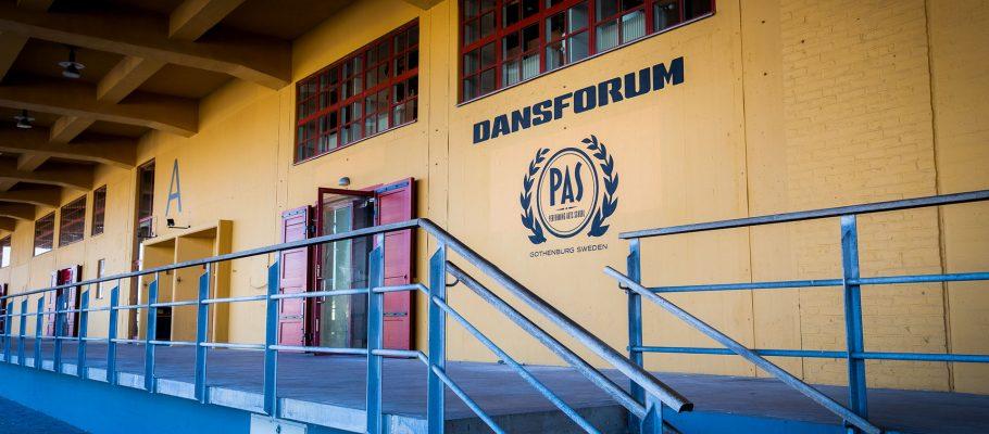 Entrén till Dansforum i Kajskjul 107.