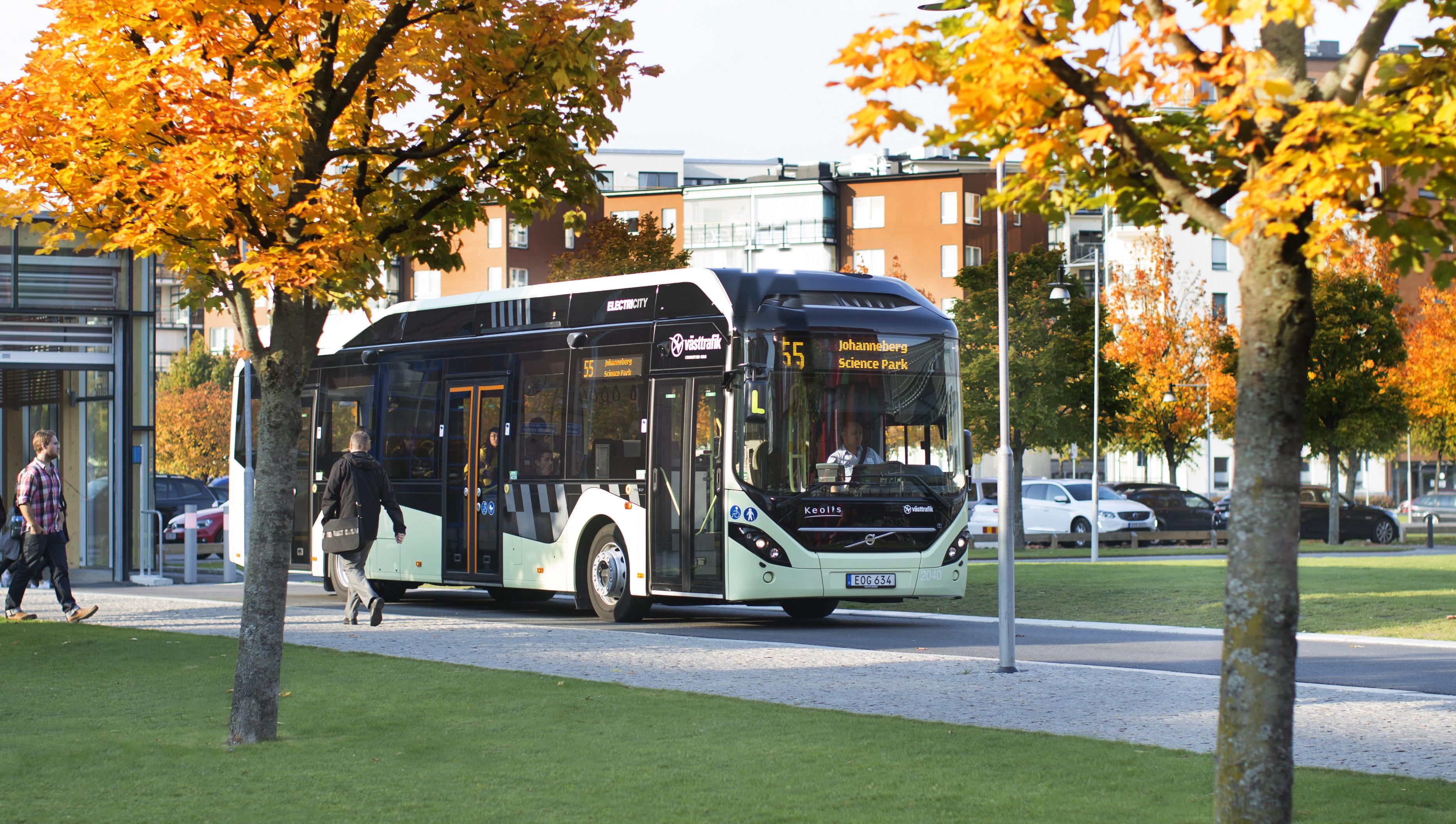 Elektrisk stadsbuss utanför Chalmers på Lindholmen.