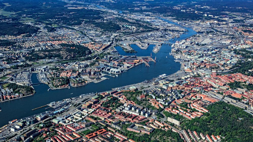Älvstaden, flygfoto över älven och båda sidor av älvstranden från 2018.