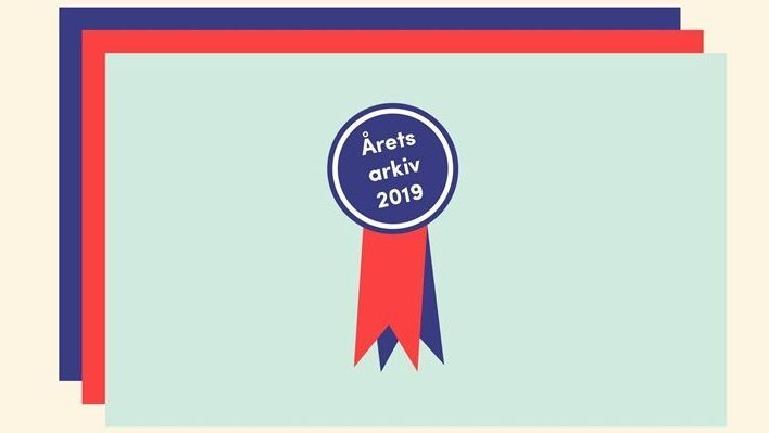 Grafik med en prisdekal med texten Årets arkiv 2019.
