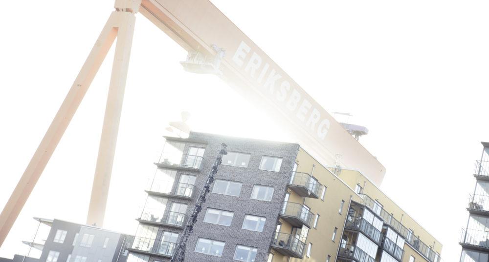 Eriksbergskranen och nybyggnation i förgrunden.