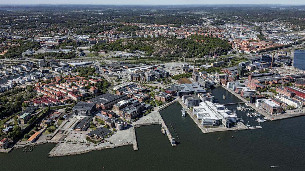 På få ställen är Älvstadens vision så närvarande som i Lindholmen. Här är det möjligt för de boende, besökande och verksamma att verkligen möta vattnet.