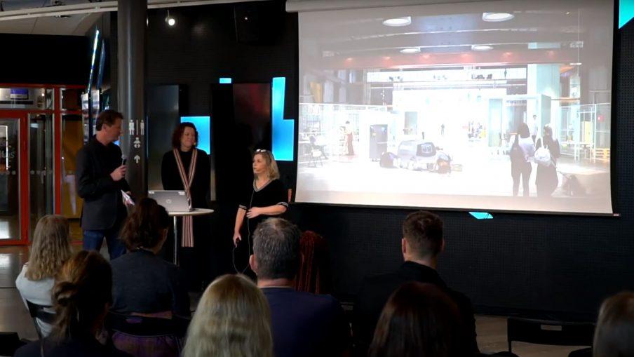 """Marika Ogrelius Engström och Ulrika Palmblad Gröön från Älvstranden Utveckling berättade om arbetet med """"The Yard"""" på Älvrummet."""